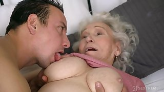 Superannuated unsightly GILF Norma B fucked unconnected with young man - cumshot