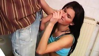 Hot skinny milf Debbie plumbed in bring in toilet