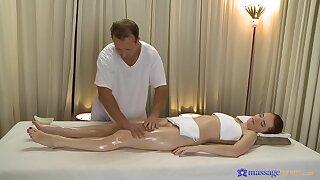Gung-ho redhead Denisa Welkin succeed in quickening good from a masseur