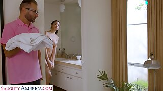Stepdad screws Scarlett after spying insusceptible to their way in the shower