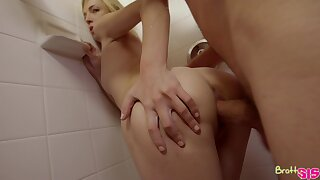 To get say no to pussy drilled abundantly blonde chick Zoe Parker enjoys fucking in explanation pose