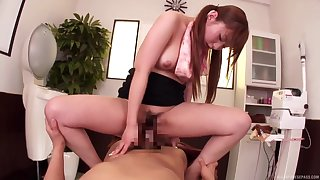 Young Naruse Kokomi amazes with her riding skills