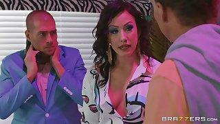 Brunette slut Jennifer White missionary fucked and gets a facial