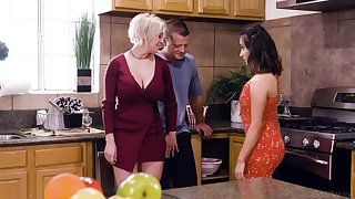 Busty blonde housewife Dee Williams loves having irrational steamy MFF threesome