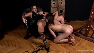 MILF leaves the young slave girl to suck on her big pussy