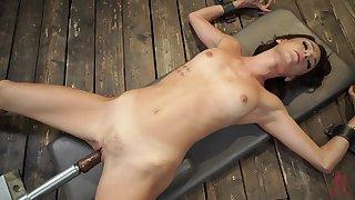 Kinky dildo machine bangs tight pussy of Emma Hix